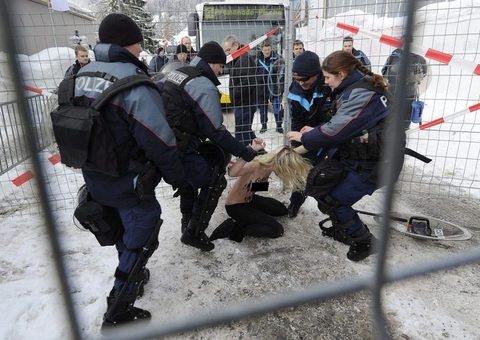 Davos'ta polisin zor saatleri galerisi resim 7