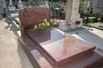 Devrik Liderlerin mezarları 8