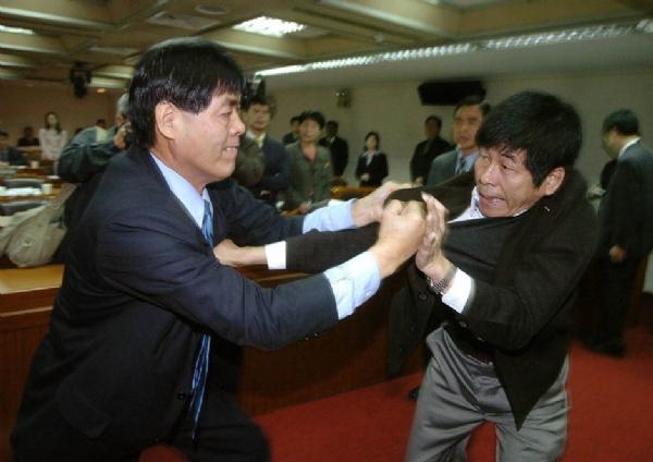 Unutulmaz Meclis Kavgaları 13