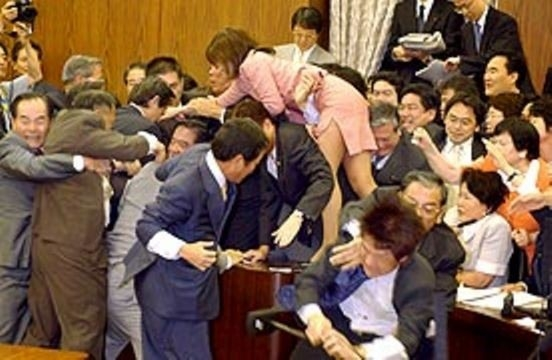Unutulmaz Meclis Kavgaları 4