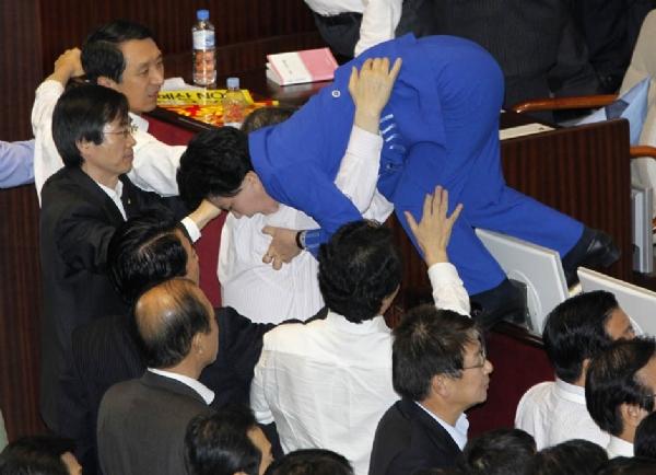 Unutulmaz Meclis Kavgaları 7