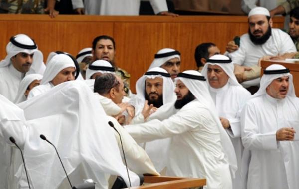 Unutulmaz Meclis Kavgaları 8