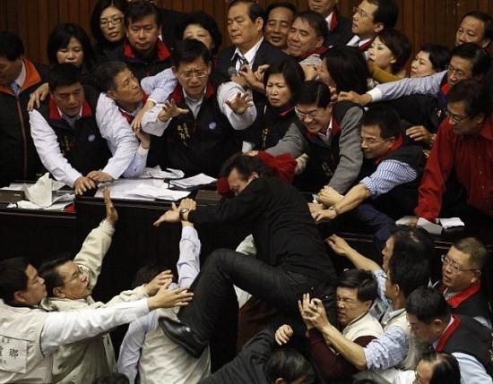 Unutulmaz Meclis Kavgaları galerisi resim 9
