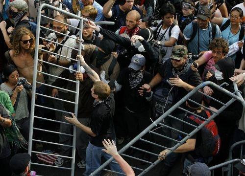 NATO Göstericilere Acımadı 1