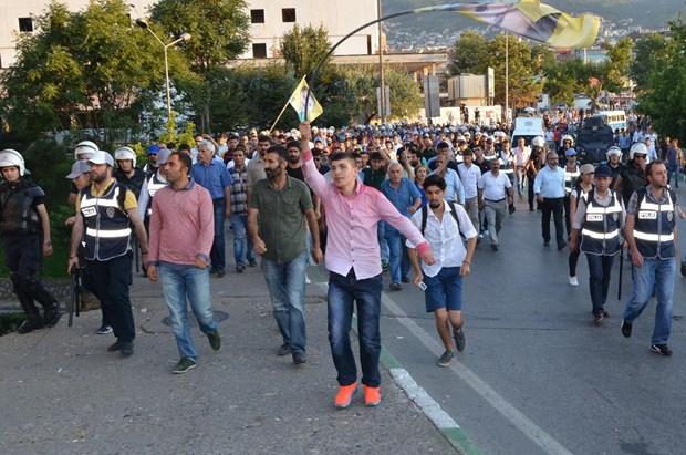 HDP'li grup ile polis arasında arbede 1