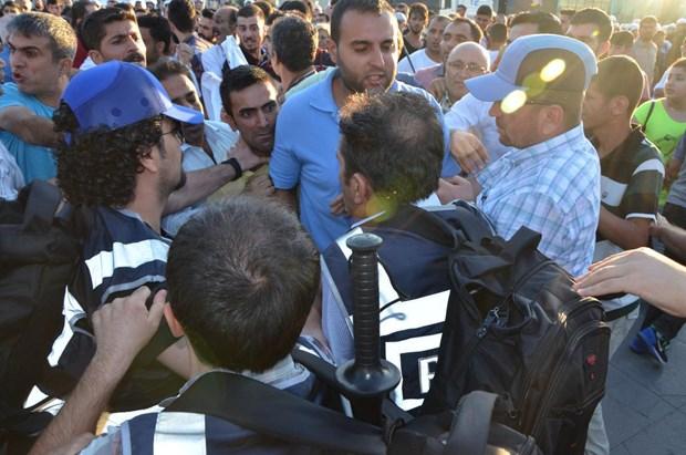 HDP'li grup ile polis arasında arbede 2