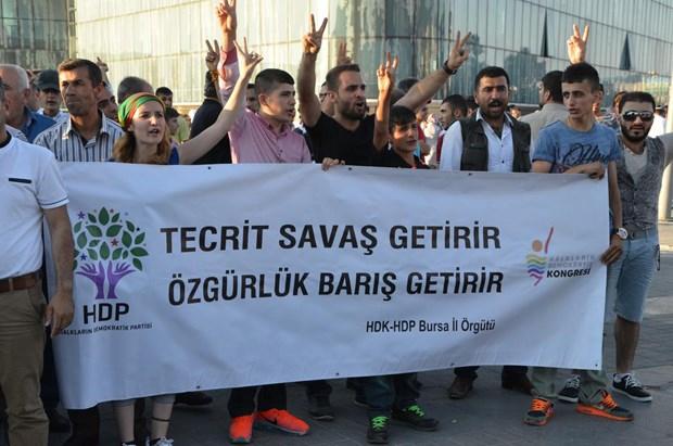HDP'li grup ile polis arasında arbede 4