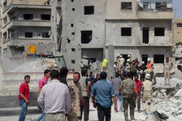 Esed rejimine ait savaş uçağı çarşıya düştü 10