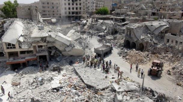 Esed rejimine ait savaş uçağı çarşıya düştü 11