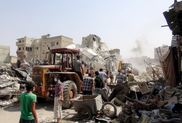 Esed rejimine ait savaş uçağı çarşıya düştü galerisi resim 3