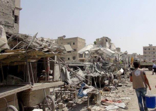 Esed rejimine ait savaş uçağı çarşıya düştü 5