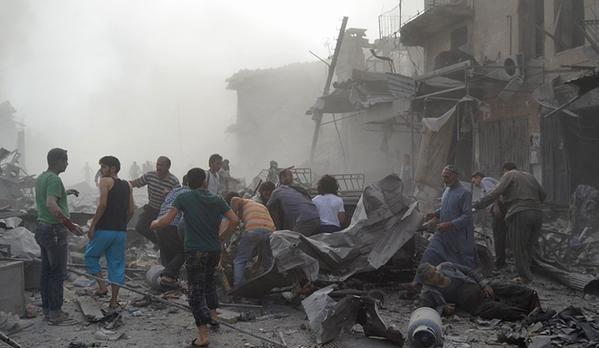 Esed rejimine ait savaş uçağı çarşıya düştü 6