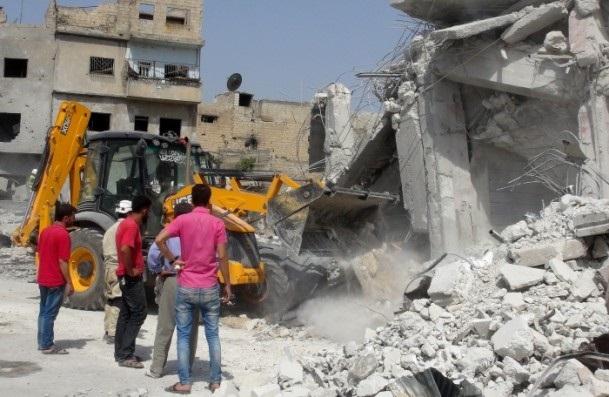 Esed rejimine ait savaş uçağı çarşıya düştü 7