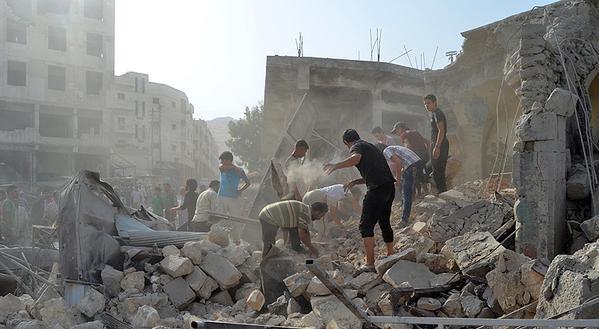 Esed rejimine ait savaş uçağı çarşıya düştü 8