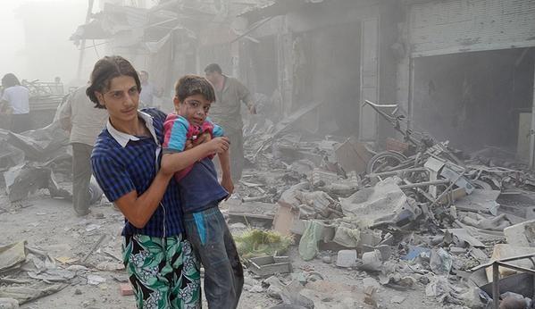 Esed rejimine ait savaş uçağı çarşıya düştü 9