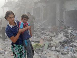 Esed rejimine ait savaş uçağı çarşıya düştü