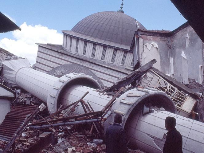 17 Ağustos Depremi'nin 16.yılı galerisi resim 51
