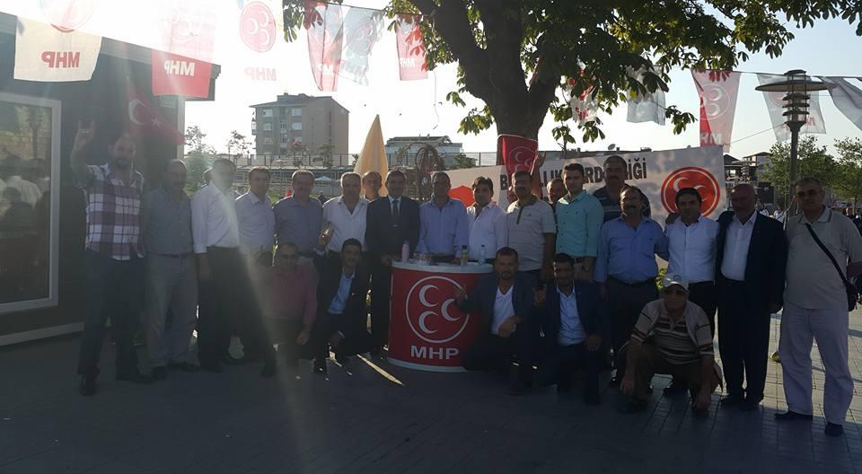 MHP Esnafa Bayrak Dağıttı 2