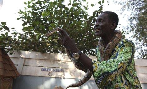 --AFRİKA'NIN VOODOO BÜYÜCÜLERİNİN KORKUNÇ YÖNTEMLERİ 17