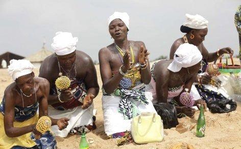 --AFRİKA'NIN VOODOO BÜYÜCÜLERİNİN KORKUNÇ YÖNTEMLERİ 3