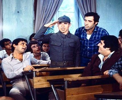 'Hababam Sınıfı' filmi kadrosundan 'Bacaksız'a ne ol 13