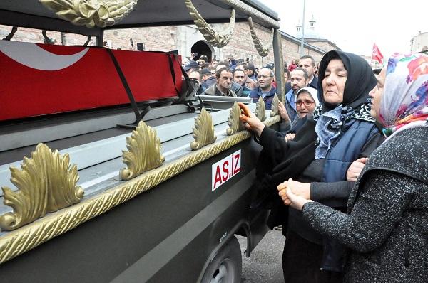 Binlerce Gebzeli, şehit Uzman Çavuş Polat Ali Özbek'i son yolculuğuna uğ 16