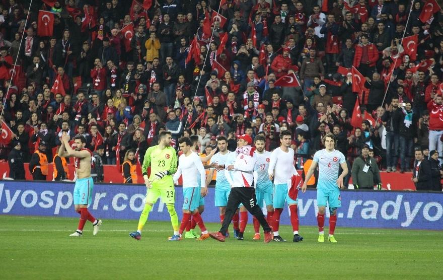 Türkiye Moldova Maçından Kareler 36
