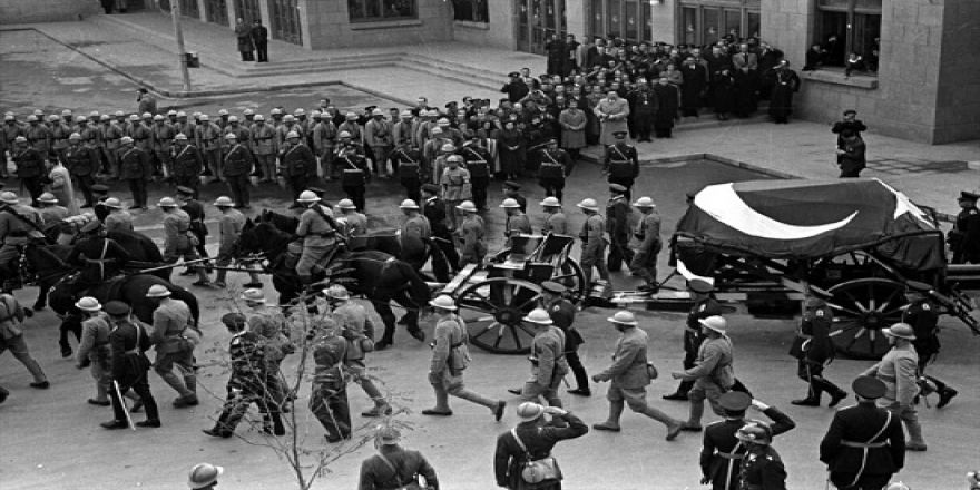 Atatürk'ün cenazesinden kareler