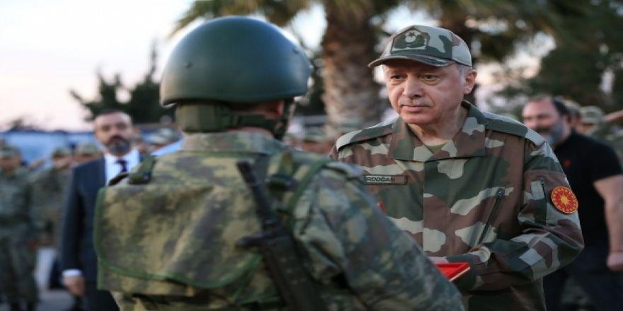 Cumhurbaşkanı Erdoğan askeri kamuflajı giydi !