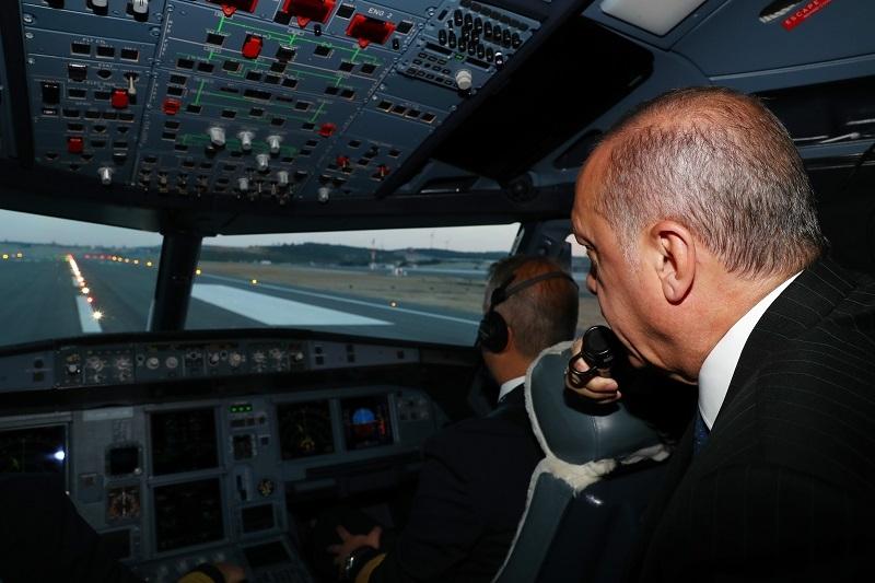 Erdoğan'ın uçağı 3. havalimanına indi 1