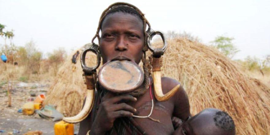 Etiyopya'nın güzellik sembolü: Dudakları kesip, disk yerleştirme
