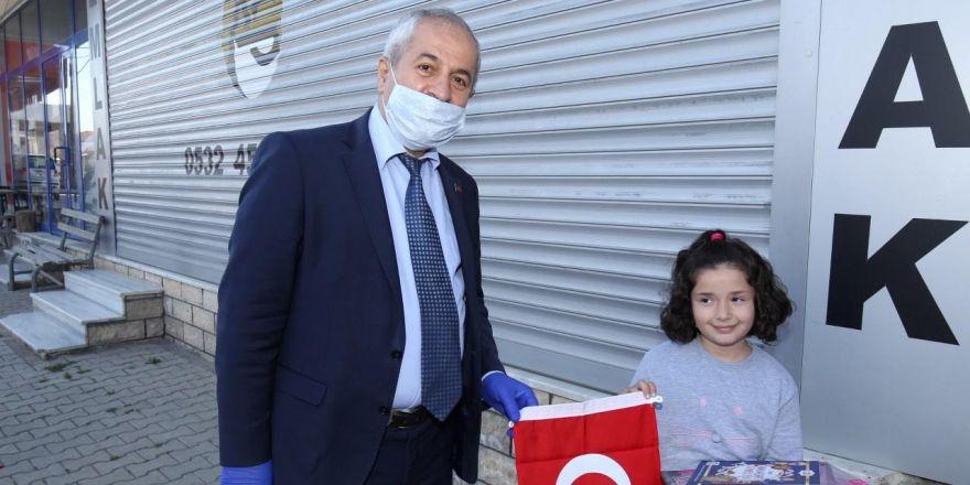 Başkan Büyükgöz'den  Çocuklara 23 Nisan Hediyeleri