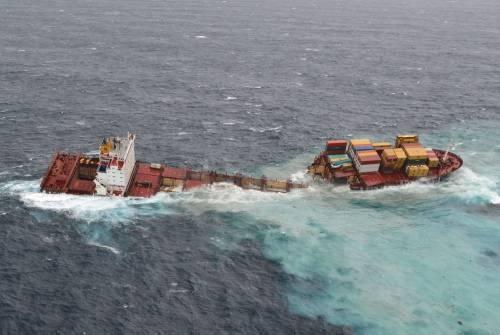 Dev gemi kağıt gibi yırtıldı 2