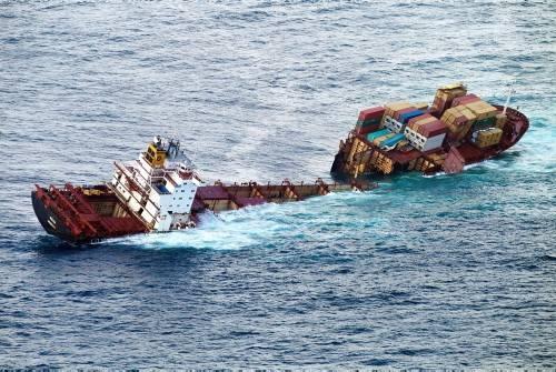 Dev gemi kağıt gibi yırtıldı 4
