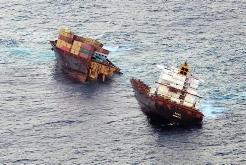 Dev gemi kağıt gibi yırtıldı 5