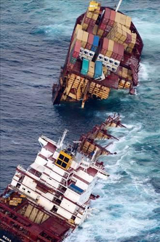 Dev gemi kağıt gibi yırtıldı 6