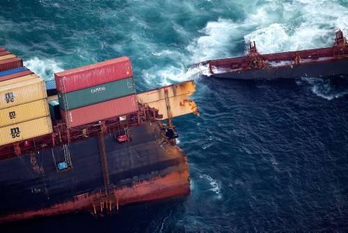 Dev gemi kağıt gibi yırtıldı 7