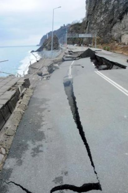 Karadeniz Sahil Yolu çöktü 1