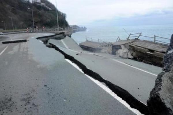 Karadeniz Sahil Yolu çöktü 4