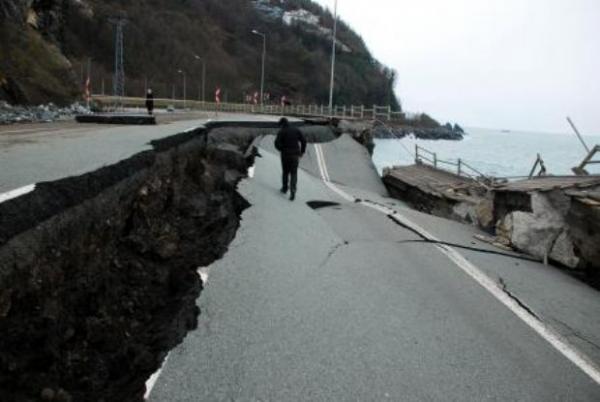 Karadeniz Sahil Yolu çöktü 6