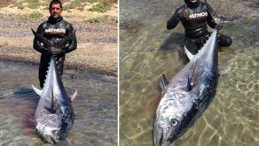 20 metre derinliğe daldı, 130 kiloluk balığı ekipmansız çıkardı