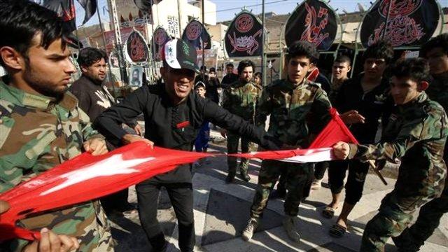 Gerilimi tırmandıracak skandal! Türk bayrağı yırttılar