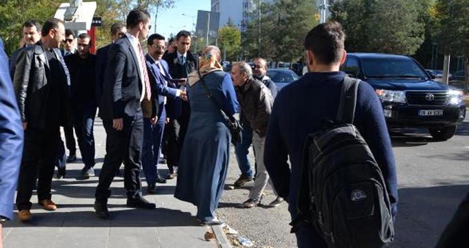 Kayyum Olarak Atanan Atilla Vatandaşlarla Kürtçe Konuştu