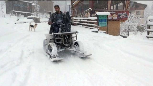 Rizeli, arazi motorundan kar jet-ski yaptı