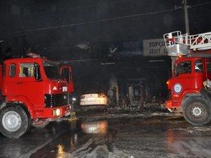 Sanayide büyük yangın: 2'si ağır 11 yaralı
