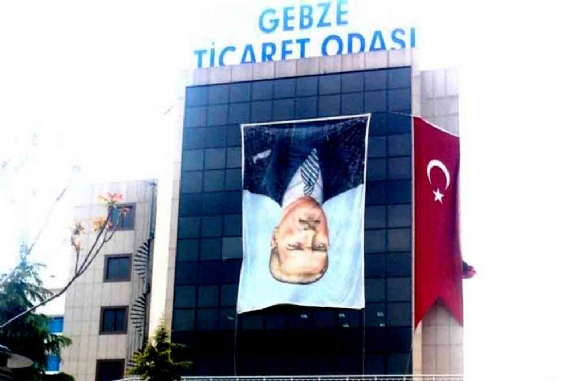 Atatürk resmini ters astılar!