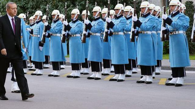 Beştepe'de tepeden tırnağa devir teslim! İşte yeni üniformlar