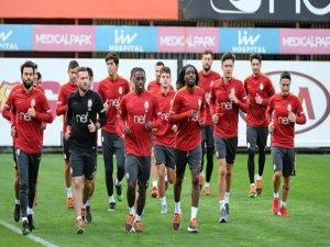 Galatasaray, Üç Futbolcusunun Sözleşmesini Feshetti