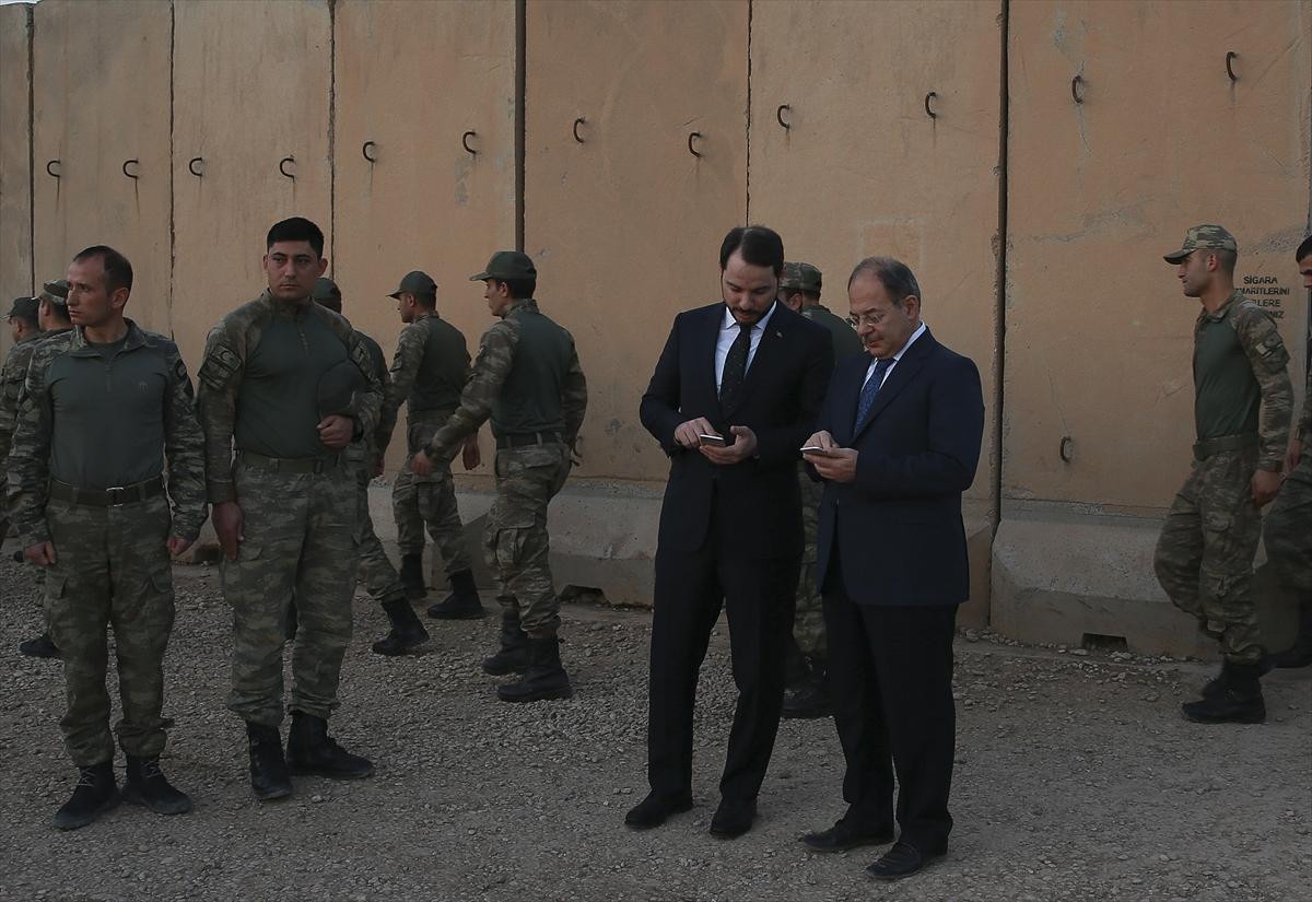Cumhurbaşkanı Erdoğan Başika'daki askerlerle görüştü