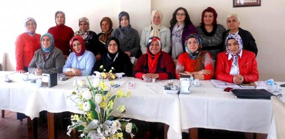 AK Kadınlar toplantılara devam ediyor